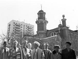 Год без мечети … Фотохроника