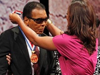 Именитый мусульманский боксер получил медаль Свободы (Liberty Medal)