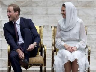 Королевская чета Великобритании посетила мечеть