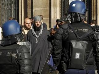 Французский министр будет безжалостен к женщинам в паранджах