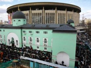 Более 50 прихожан Московской Соборной мечети задержаны полицией