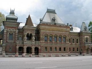 Посольство Франции в Москве усиленно охраняют