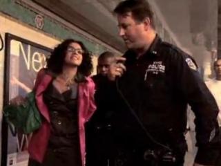 Полиция Нью-Йорка арестовала противницу исламофобии. Видео