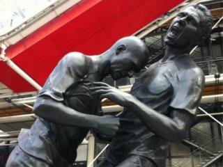 В Париже установлен памятник знаменитому удару Зидана