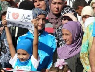 В Крыму тысячи верующих митинговали против «Невинности мусульман»