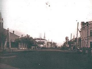 Улица Спасская. В центре на дальнем плане – Градо Тюменская мечеть