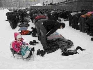 В блогах: Жумга-намаз на Поклонной горе в Москве