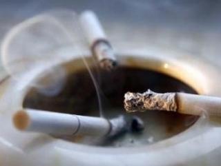 Медведев: Курить в общественных местах запретят совсем