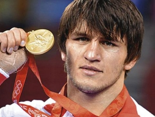 Олимпийского чемпиона задержали в мечети