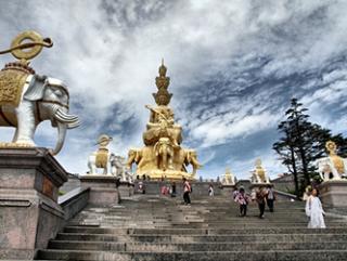 Китай борется с коммерциализацией религии