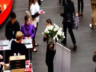 В Австралии раздавали розы в защиту Пророка