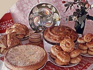 Ярким проявлением особенностей татарской кухни является выпечка, разнообразная по форме, приготовлению и начинкам
