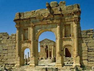 При исламистах поток туристов в Тунис вырос на четверть