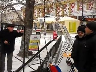 Крымские татары разгромили провокационную выставку