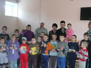 Новый пензенский муфтият одарил детей знаками внимания