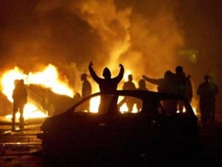 Новый год во Франции отметили массовыми поджогами машин