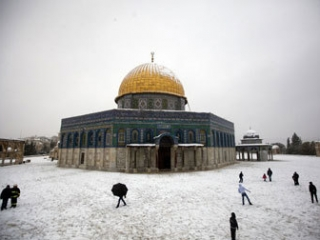 На святой земле настоящая зима