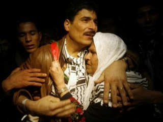 Встреча палестинского узника, освобожденного по сделке Шалита, со своей матерью