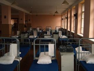 Нелегальных мигрантов заселят в казармы перед выдворением