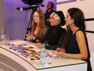 Жюри во главе с Рахмани выбрало трех девушек, которые в дальнейшем пройдут мастер-класс по стилю в дизайн ателье-студии Сахеры Рахмани в Москве и получат уникальную возможность стать моделью