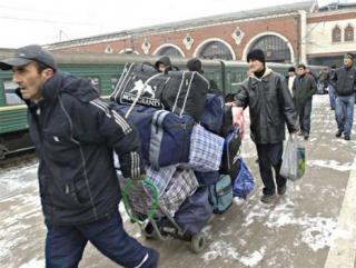 Мигранатам предложат оплатить депортацию за бонус