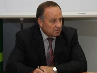 Министр, «готовый заняться проституцией», подал в отставку