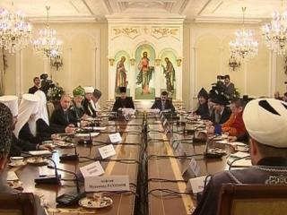 Путин призвал религиозных деятелей к социальному служению