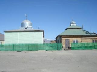 Исламский комплекс Кош-Агача – мечеть и медресе – переполнен на джума
