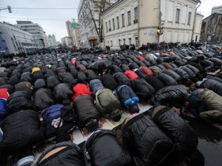 Намаз на улицах Москвы