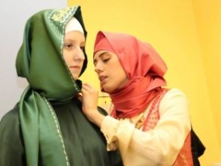 Что скрывают под хиджабом евромусульманки?