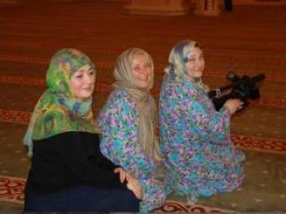 Москвички в Грозном: «в мечеть лучше ходить по ночам»
