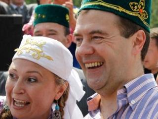 Медведев спас татарскую деревню от позора