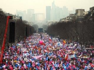 Париж поднялся против однополых браков
