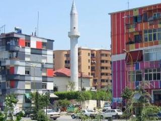 Тирана. Новые мечети строятся,но их мало