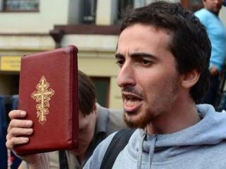 Либералы избили православных активистов на Болотной площади