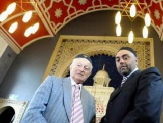Представитель еврейской общины Руди Левер и секретарь Совета мечетей Брэдфорда Зульфи Карим