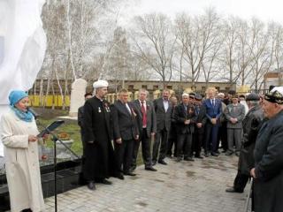 Открытие памятника собрало родственников погибших солдат из нескольких районов юга Тюменской области