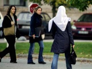 Девушки поделятся опытом ношения хиджаба