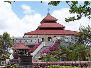 Мечеть на курорте Бали (Индонезия).