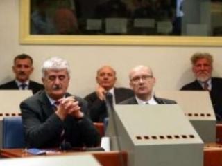 Ядранко Прилич (в первом ряду справа) и его подельники перед трибуналом