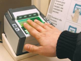 Чтобы получить разрешение на работу в РФ мигранты в обязательном порядке сдают отпечатки пальцев