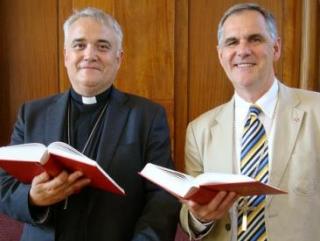 Служба в методистской церкви. Справа-Майк Кинг.