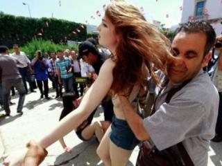 Тунисский суд приговорил трех активисток Femen к 4 месяцам тюрьмы