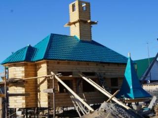 Строительство мечети - первого объекта комплекса - идет к завершению