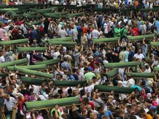 Похороны вновь идентифицированных жертв Сребреницы