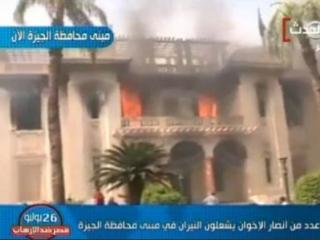 Демонстранты подожгли здание администрации Гизы