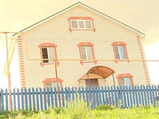 Сельчане подарили многодетной вдове новый дом