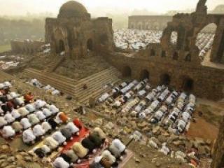 Мусульмане помогают индуистам в подготовке их  праздника