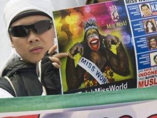 Конкурс с обнаженными девицами перенесли к индуистам
