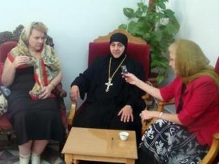 Игуменья: Армия и боевики соревнуются в уважении к христианам